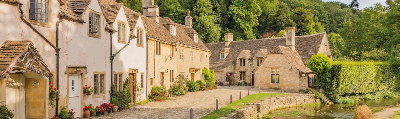 Oxfordshire, Scenic village view of Castle Combe